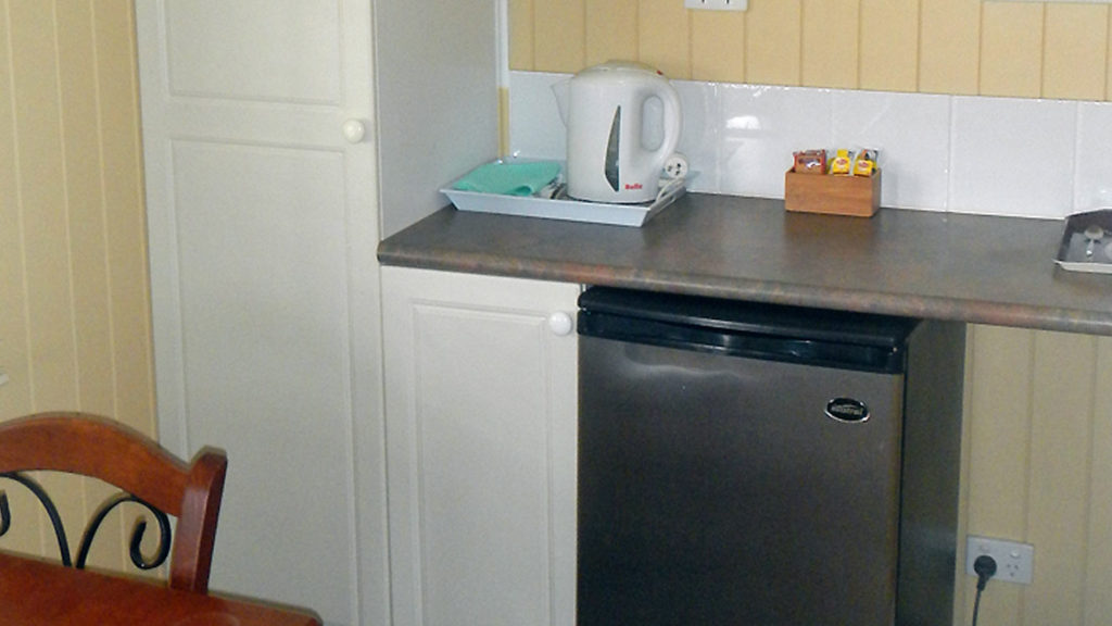 Leyburn Motel Cabin 1 Kitchenette